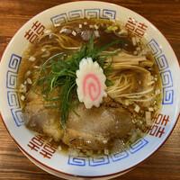 麺屋 隊長-中華そば 750円(2020年10月) こぢんまりとした佇まいだが甘みを感じるスープで美味しい。