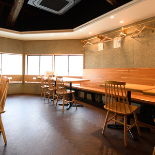 落ち着いた雰囲気の店内◆貸切でのご宴会にも対応しております