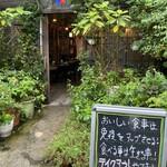 139076590 - ナルホド君の誘いで区役所通りと職安通りの                                              信号あたりにある 韓国辛味チャンポンの店に                                              行ったところ凄い行列で…狭い店内も満席でちょっと                                              不安になり断念。ベクトルが同じこの店へ