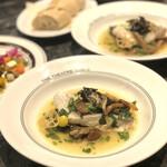 THE THEATRE TABLE - 真鯛の白ワイン蒸し なめこと春菊の葛餡仕立て/2,400円(税込)