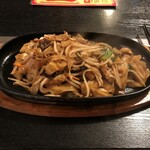 139079552 - 鉄板焼き刀削麺