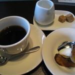 欧風酒場ナベ - フルーツとコーヒー(110円)