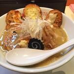 カイテイエン - パンオンザラーメン。鶏白湯スープと特に相性良し!