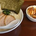 ゴッチ - 料理写真:塩チャーシュー麺味玉トッピングと並商ごはん