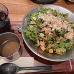 ディーアイワイ サラダ & デリカテッセン - スープがセットです