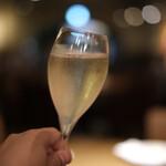 KNOCK - スタートはスパークリングワインで