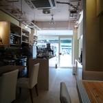 ナチュカフェ - 店内風景 お客さん多いです