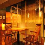銀座並木通りワインバル nana - 【2名様用/テーブル席】デートにもおすすめ♪