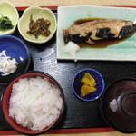 そば食事処 露風庵 - 煮魚定食(ばばかれい)