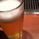 めいげつ - ビールでまず乾杯。