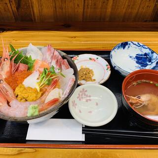 お食事処 田島 - 料理写真:海鮮丼2600円