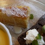 エヌプラスカフェ - 人参?のパウンドケーキ、りんごのガトーショコラ