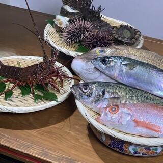 毎日新鮮な岬の魚介料理が味わえます。