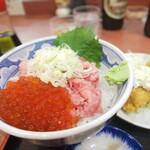 三洋食堂 - 2色丼?(いくらと中落ち)と大きな海老フライのセットは1,500円