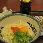 中山製麺所 津店 - 明太釜玉うどん 並 460円,かきあげ 100円、無料のうどん切れ端