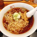 喜多方ラーメン 坂内 - 温麺よりスープは濃い目でしょうか?