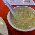 金明飯店 - カレ焼飯のスープ