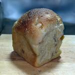 オンザディッシュ - 『伊予柑食パン(幅8cm 長さ7cm 高さ9.5cm)』460円(税込)