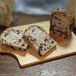 オンザディッシュ - 『チョコ食パン』 460円(税込)幅8cm 長さ7cm 高さ9.5cm