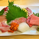 舞寿し - 料理写真:豪華な刺し盛り 全部美味い 左から 鰆 キンモリダイ 真鯛 ウニ イカ ハマチ 大トロ☆