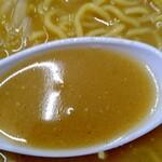 ラーメン館あっぴ亭 - あっぴみそらーめんのスープアップ 少しとろみのある旨味の詰まったスープ旨し