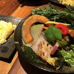 139133143 - チキンと鎌倉三浦の16品目の野菜のスープカレー                       1550円