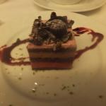 13914339 - チョコレートとベリーのケーキ