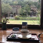 文化喫茶 郷愁 - 店内からの眺め