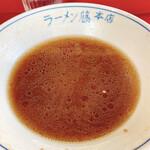 ラーメン 藤 - ラーメンの丼には「ラーメン藤本店」の文字が。