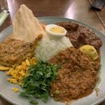 フィッシュ - 料理写真:大辛チキンカレー、キーマ、MIX豆