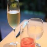 ル ジャルダン グルマン - ノンアルコールのスパークリングワインと、ローズビネガーのソーダ割り