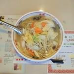 東華楼 - 野菜タンメン 827円