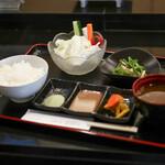 串揚げ処 gaku - ご飯・赤だし・お漬物・小鉢・野菜☆