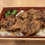 139158839 - 豚丼名人弁当 972円                       2019/12  by  みぃこのごはん日記