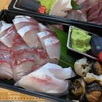 東和鮮魚 - ハマチとサザエ4人前4000円