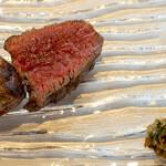 ウシマル - 2020.10 千葉県ジャージー牛のトモサンカク ジャージー牛とダイヤモンドポークの合い挽きソーセージ サルサヴェルデと自家製の塩で