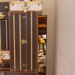 139173200 - 扉がルイ・ヴィトンの秘密の入り口