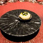 ベッラ・ヴィスタ - 柑橘風味のサーモンと焼き茄子のタルトレット