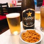 中国菜館 岡田屋 - 瓶ビール※柿の種付き(590)