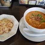 ラーメン本舗 まるみ - 料理写真:ミニチャーハンと坦々麺