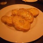 鉄板焼 ろじ - カリカリチーズ焼き チーズ ON フランスパン