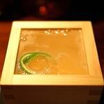 バー・バーンズ - 料理写真:淡路島のライムと季の美ジンのジントニック