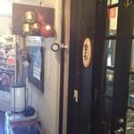 金の鈴 - 店の入口