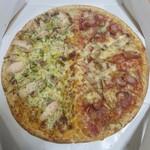 ピザッツ - 料理写真:←BBQカレーチキン   ホットペッパー→