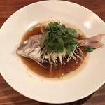 Uochainayou - 丸ごと1尾 鮮魚の蒸し物 中国醤油のソース