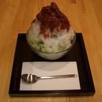 山口妙香園 - 抹茶あずき:カキ氷の上があずき、下が抹茶になっています。