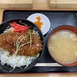 安達太良サービスエリア(下り線)スナックコーナー - 料理写真:伊達鶏しょうゆカツ丼豚汁セット 950円税込