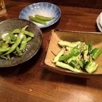 半蔵2 - タタキきゅうりとお通しの枝豆