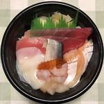 魚丼 - 海の幸丼(税別537円)