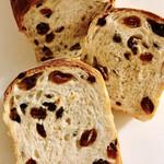 薪窯パン パンのおと - レーズンと山ぶどう